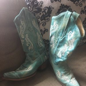 10 W cowgirl boots.